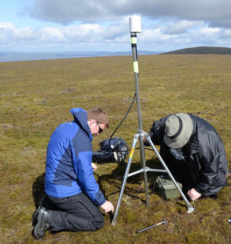 Phil and Graeme building a relay node on the ridge